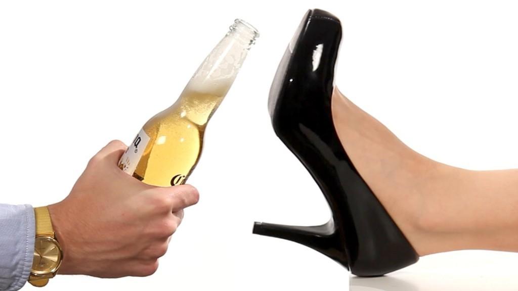 Как да отворим бира без отварачка?